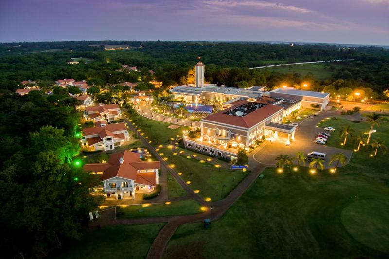 Vista aérea Wish Resort com iluminação do final de tarde